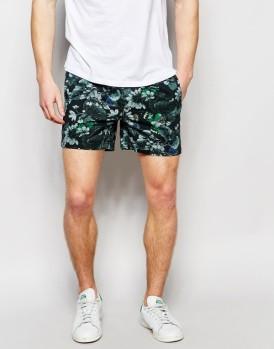 moda-hombre-2016-tendencia-shorts-estampado-floral-600x766