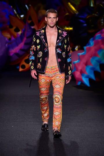 Moschino-Spring-2017-Mesnwear-Collection-Fashion-Runway-Tom-Lorenzo-Site-2 (1)