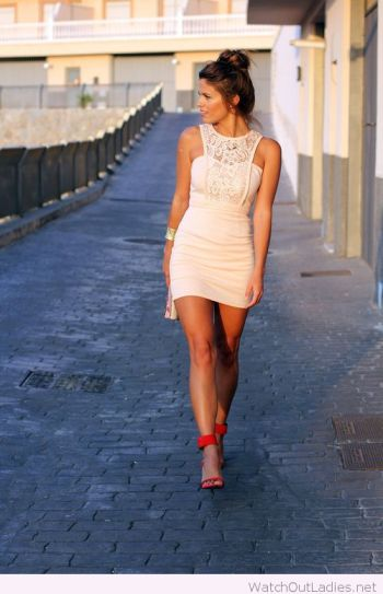 Red-heels-and-nude-dress-from-lace
